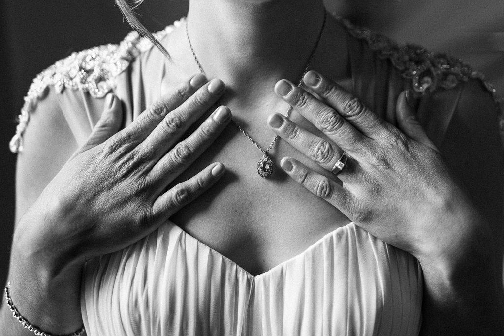 Fotografo de bodas San Luis Potosi, hacienda vallumbroso manos de la novia