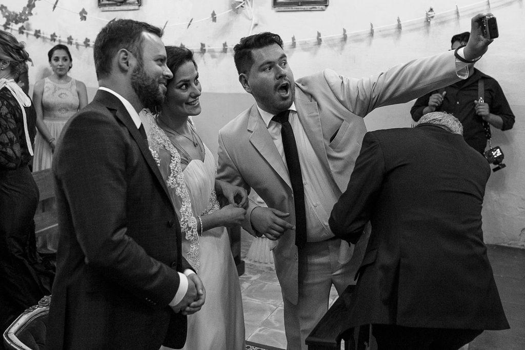 Fotografo de bodas San Luis Potosi, hacienda vallumbroso selfie en el altar