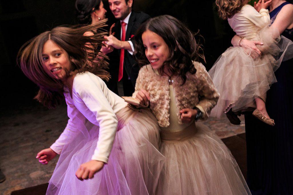 Fotografo de bodas San Luis Potosi, hacienda vallumbroso niña bailando