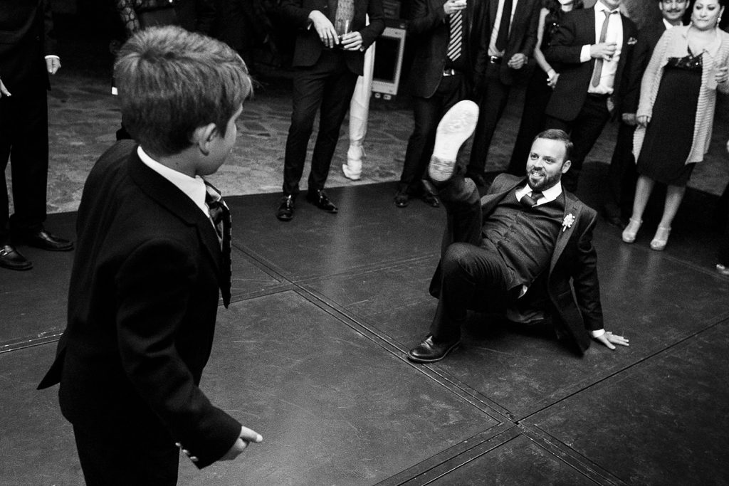 Fotografo de bodas San Luis Potosi, hacienda vallumbroso novio bailando break dance